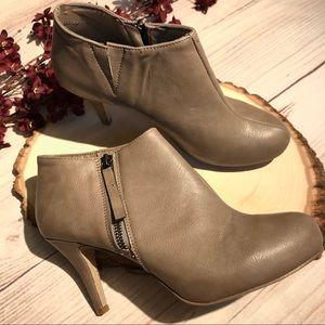 Madden Girl brown boots booties heel size 8.5